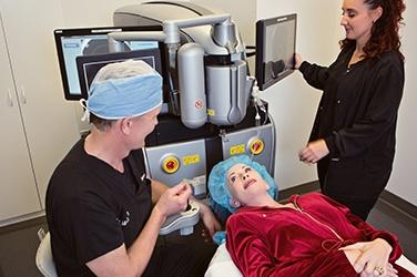 cataract surgeon